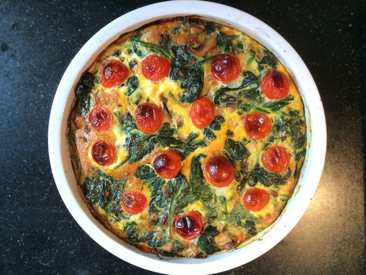 Frittata lijkt op quiche, maar is lichter en bevat nauwelijks koolhydraten. Het is heel simpel om te maken en er is eindeloos mee te...
