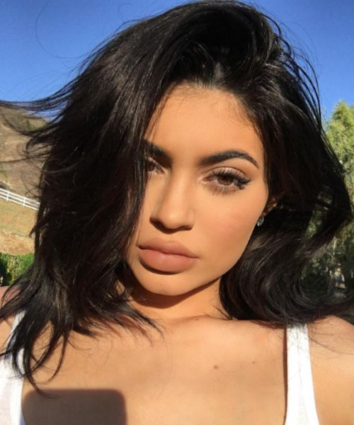 Kylie Jenner Debuted a Major New Haircut on Snapchat Bye hair! If you follow King Kylie you know exactly what we're talking about. If you don't the 18-year-old reality star (who is also our August cover star ) just debuted a major haircut: a blunt chin-grazing bob. http://ift.tt/29Kg19D #hairtips #beauty #hair