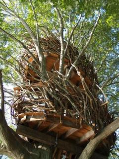 Lake Nest Treehouse  by Roderick Romero Treehouses, via Flickr