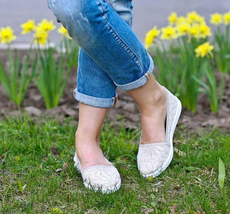 Lněné espadrilky s heřmánkovým vzorem oznamují veselý a slunný den. Vaše nohy se budou cítit naprosto pohodlně v nich!  K mání na našem e-shopu: http://simpleandsweet.cz/menu/produkty/damske/espadrilky