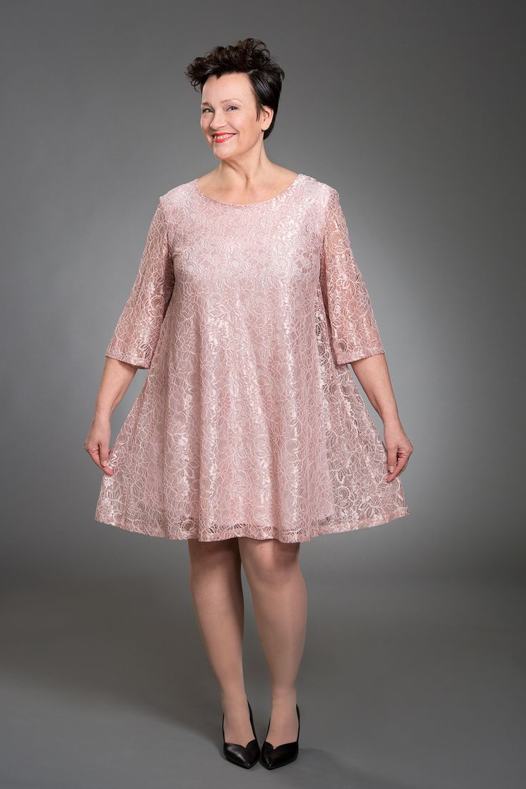 Jennifer Lace Tunic Light Pink Photo: Eveliina Immonen / Studio Liisa Model: Raisa Leinonen