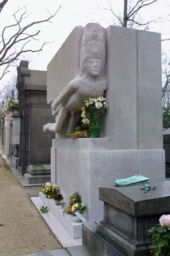 gravestone: Oscar Wildes grave at the Pere Lachaise cemetery, Paris