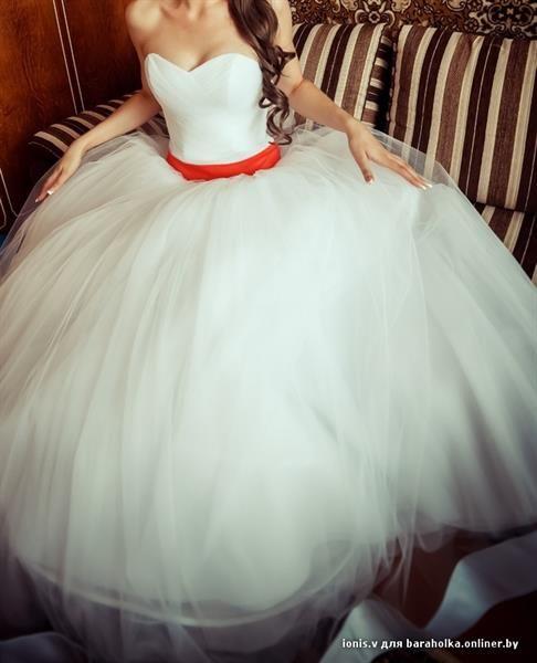 Почему на свадебном платье красная лента