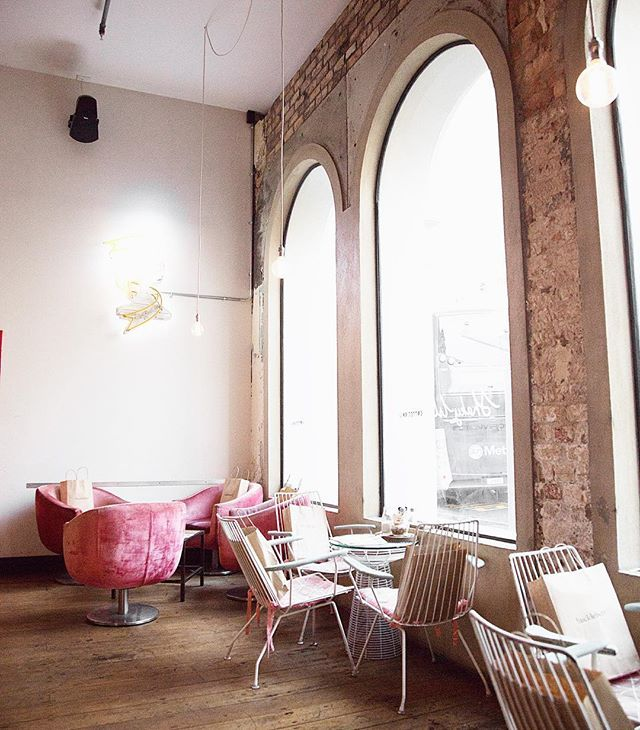 My absolute favourite cafe interior! I just love the pinks with the white and brick wall, too cute!! ☺️💕