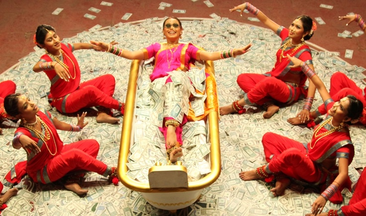 Aiyyaa: Theatre of the absurd #Bollywood