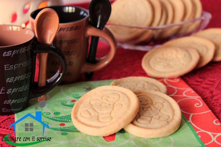 I biscotti pan di zenzero sono friabili e profumati adatti ad inaugurare le festività ntalizie deliziando tutta la famiglia.