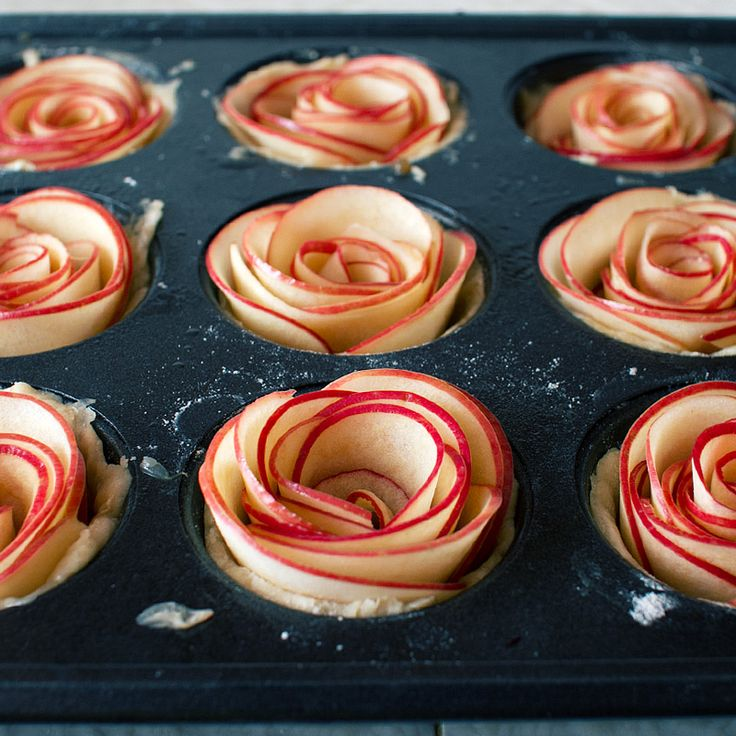 mini rose apple pie recipe on fmitk.com #recipe #party #dessert