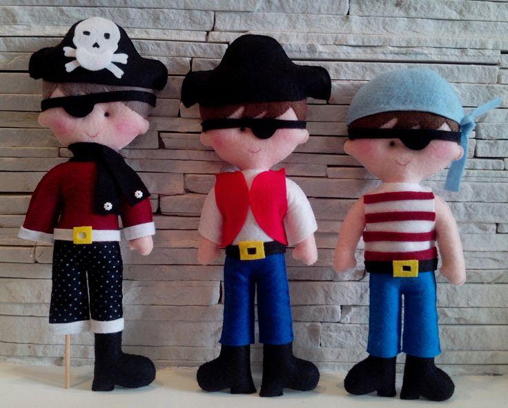 Boneco Pirata em feltro. <br>Medida de cada boneco 30cm de altura. <br> Valor unitário R$40,00