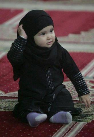 precious little muslimah.........hope this will be a common site in my life <3