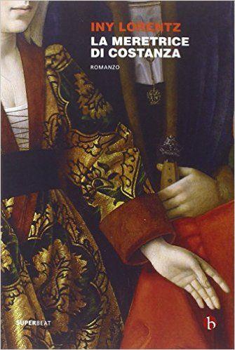 La meretrice di Costanza - Iny Lorentz, Libri, Germania, 1410. Marie Schärer, figlia unica di mastro Matthis, è una ragazza di straordinaria bellezza, con il suo volto angelico, i grandi occhi color fiordaliso, i lunghi capelli biondi, il naso ben disegnato e la bocca appena arcuata, rossa come i papaveri. È inoltre erede di una cospicua fortuna, accumulata da mastro Matthis grazie ai suoi commerci con l'estero. Naturale dunque che la fanciulla, diciassettenne, sia chiesta in sposa dal…