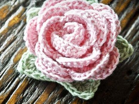 Crochet Thread Rose Pattern Free : 1000+ ideas about Crochet Rose Patterns on Pinterest ...