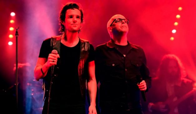 Magnífica versión de un tema de Pet Shop Boys por Brandon Flowers y Neil Tennant