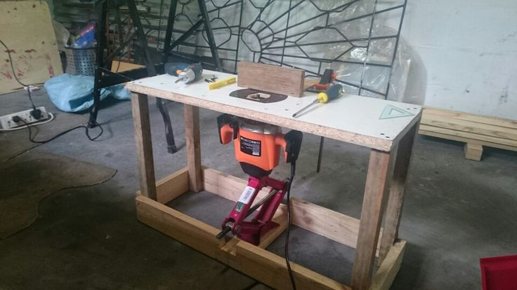 #routertable, #plungeroutertable,#diyroutertable Plunge Router Table.  My first attemp at this, most if not all the design ideas came from Pinterest. Got the scissor jack at a 2nd hand store for R60 ZAR. The rest of the material was scrap wood and some pallets I saved from my work. The piece of wood on top of  the table is an adjustable guide fixed with wingnuts. I fitted it to a piece of laminate flooring with sime slots cut with my router.