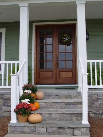 Front porch steps. Even if we ended up doing our columns in this simplistic way, we'd still be good with this look.