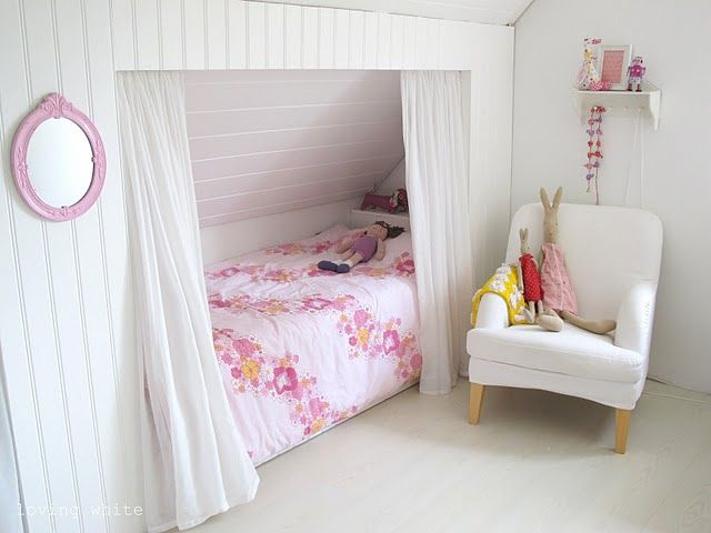 kids bedroom nook; attic bedroom