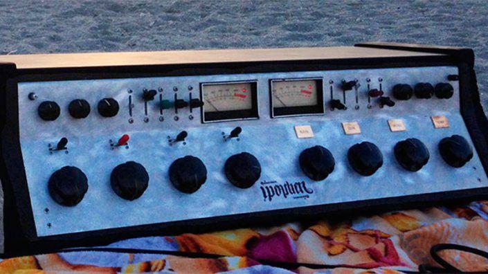 Sintetizador análogo controlado por el clima? Escucha Weather Warlock de Quintronics