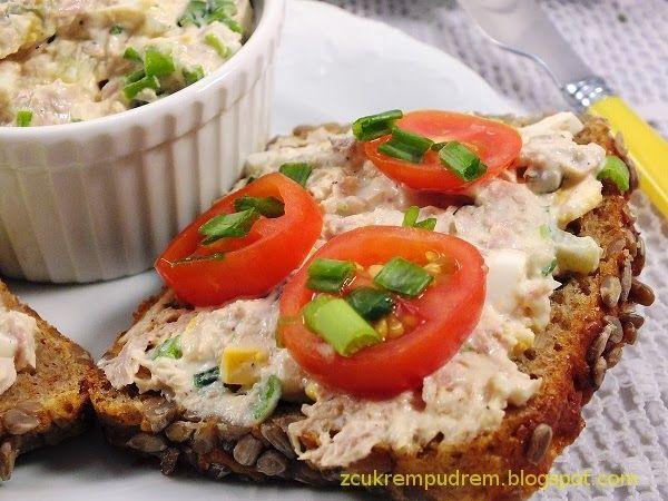Błyskawiczna i przepyszna :) 1 puszka tuńczyka w sosie własnym 3 małe ogórki konserwowe lub kiszone pęczek szczypioru lub mała ce...