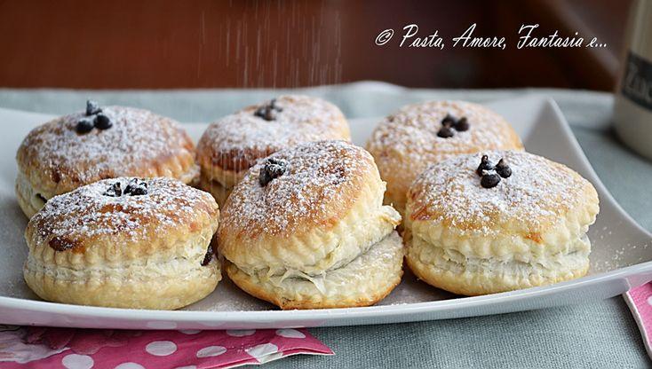 Buonasera a tutti! Stasera voglio condividervi i Fagottini di Sfoglia con Pan di Stelle e Nutella. Una ricetta vista in un gruppo di cucina su Facebook, po