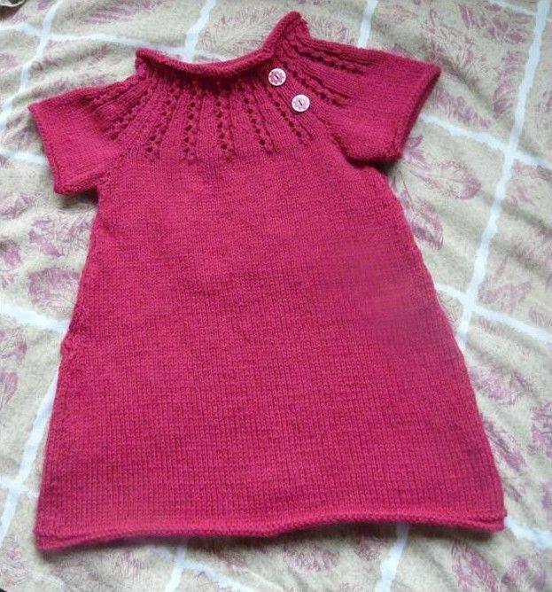 Aujourd'hui nous vous proposons un patron robe tricot 2 ans afin de vous susciter des idées une fois vos aiguilles et votre pelote de laine en main.