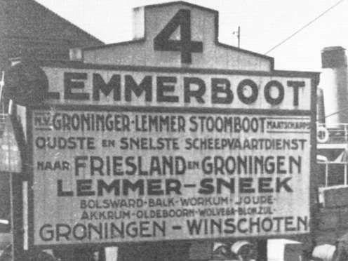 Vanuit Lemmer werden vaardiensten onderhouden over vroeger de Zuiderzee en later het IJsselmeer. Mijn moeder ging met haar zussen met deze boot regelmatig naar Amsterdam. Een van haar zussen heeft zo haar man ontmoet en is ook in Amsterdam gaan wonen.