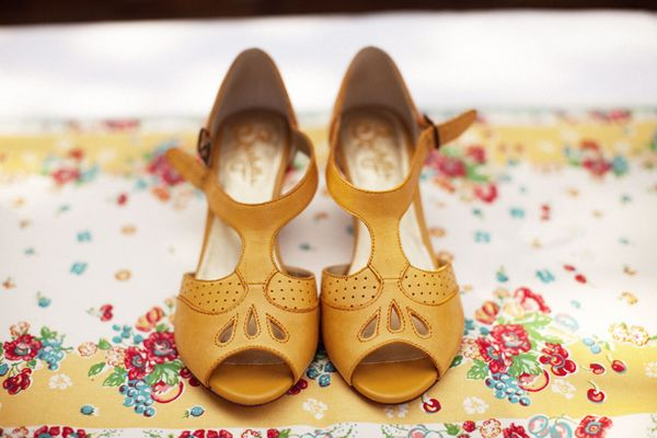 If I could find a pair of gorg vintage shoes like these I'd be one happy girl.