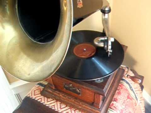 "Enrico Caruso sings ""Santa Lucia"" in Neapolitan - 1917 His Master's Voic..."