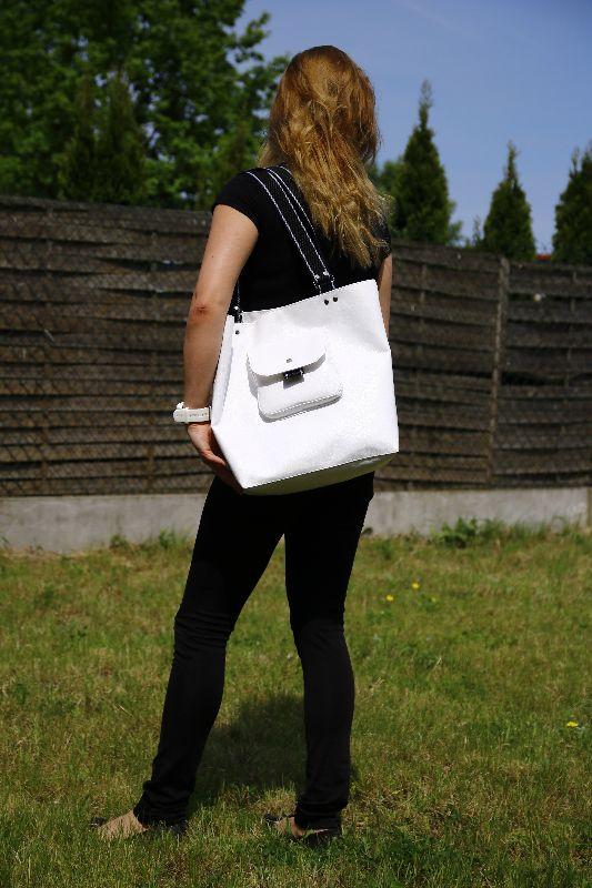 Torba na ramię, torba na zakupy, torba na codzień, biała torbebka z ekoskóry, z podszewką, kosmetyczka