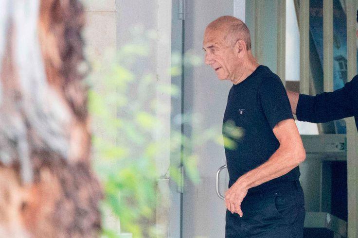 "Israel's former PM Ehud Olmert released from prison Sitemize ""Israel's former PM Ehud Olmert released from prison"" konusu eklenmiştir. Detaylar için ziyaret ediniz. http://www.xjs.us/israels-former-pm-ehud-olmert-released-from-prison.html"
