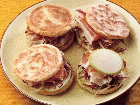 Günün Her Saatine Uygun Nefis '' Doldurulmuş Mini Pita '' Tarifi...     #food #cooking #receipt #sandvic #pita #atistirmalik #yemek tarifi #lacucinaitaliana #la cucina italiana #lciturkiye #yemek tarifi #italyan yemegi #italyan mutfagı
