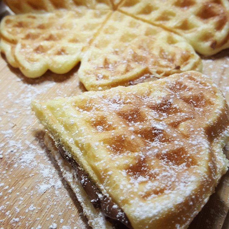Finalmente ho trovato la ricetta giusta... I waffel sono dolcetti di pasta leggermente lievitata e porosa buonissimi da farcire con  Nutella ma ottimi anc