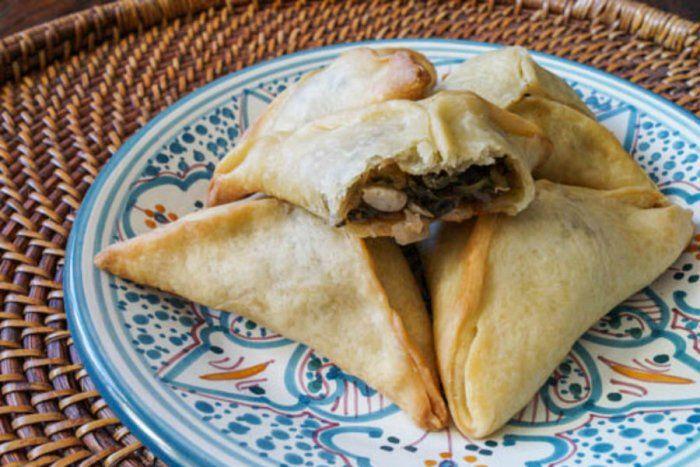 طريقة عمل فطائر السبانخ السورية Recipe Everyday Food Fatayer Recipe Lebanese Recipes