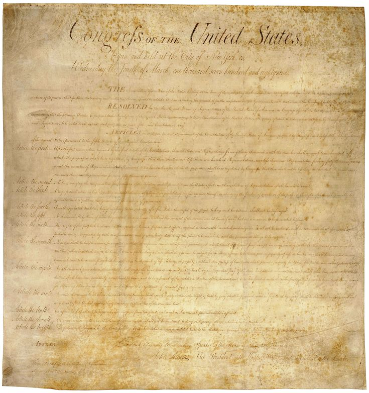 Nosotros nada podemos Hacer respecto a la venta de Armas en Los Estados Unidos de Norteamérica, puesto que viene incluida en la Segunda Enmienda de la Constitución Política de Nuestros vecinos del Norte...     La Segunda Enmienda a la Constitución de los Estados Unidos de América es parte de la llamada Carta de Derechos aprobada el 15 de diciembre de 1791.   Simple y corta, da el derecho a la posesión de armas. En los Estados Unidos de América la ley da pocas limitaciones para portar armas.