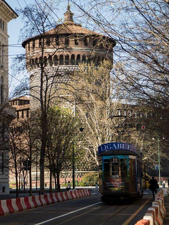 Il nostro Castello con Tram Milano di passaggio Foto di Angelo Scuteri #milanodavedere Milano da Vedere