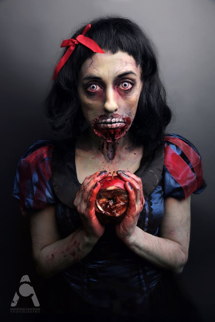Zombie Snow White by Prettyscary.deviantart.com. Awesomesauce.