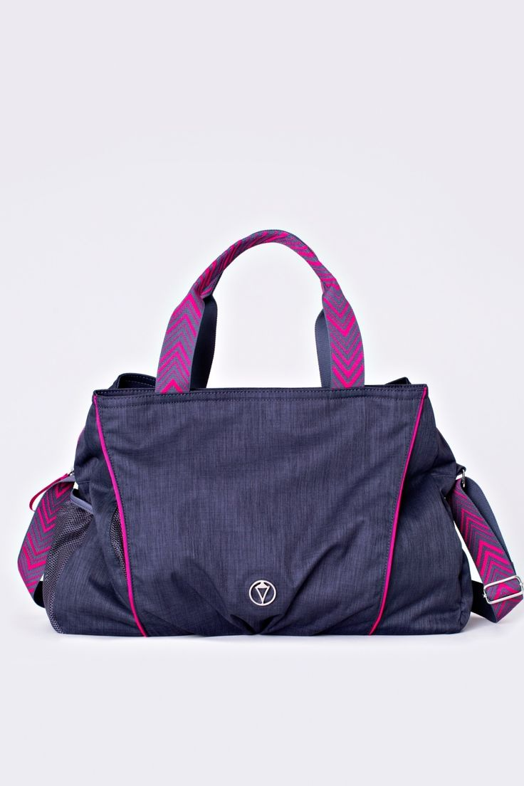 This multi-compartment bag allows you to separate and air out your studio gear.   Strong Pointe Bag