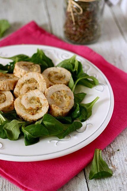 Per 4 porzioni  100g valeriana (songino, gallinella, formentino...)  500g circa tacchino (3 fette grandi)  60g pinoli  100g parmigian...