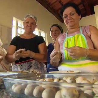 Receita leva carne moída direto na massa (Foto: Reprodução/TV Vanguarda)