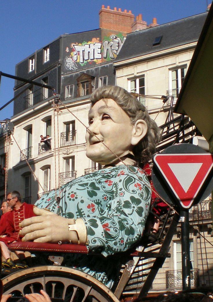 La Grand-Mère Géante.