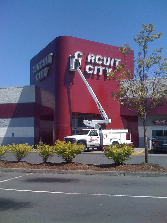 circuit city Circuit city was an electronics retailer first founded in 1949 and defunct as of 2009 as circuit city gained popularity in the 80's and 90's, they became known for their red storefronts and more.