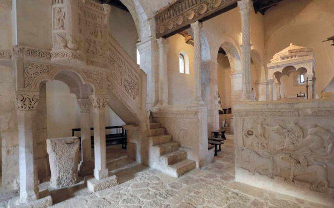 Santa Maria in Valle Porclaneta, Abruzzo. www.italianways.com/santa-maria-in-valle-porclaneta-destiny-and-mountains/