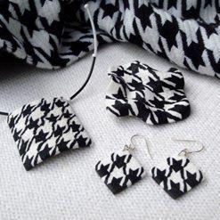 """Šperky s textilním vzorem """"kohoutí stopa"""""""