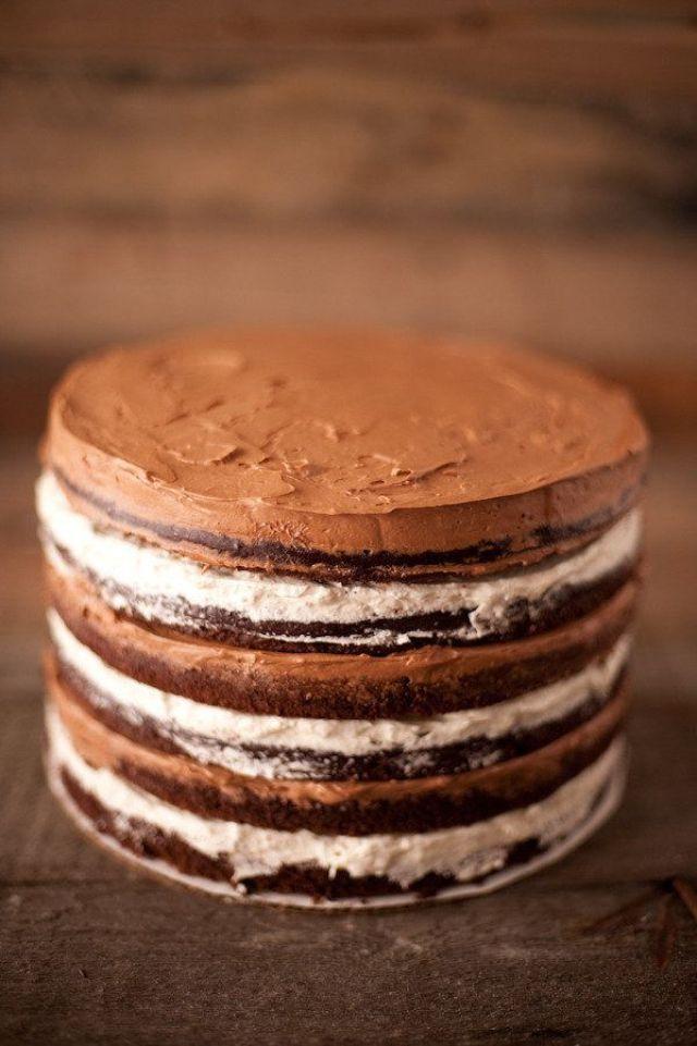 Oreo en chocola: de perfecte combinatie voor je taart! #bruidstaart #chocolade #oreo #kerst #winter #bruiloft #trouwen #inspiratie #wedding #cake #christmas #chocolate #pie #inspiration Laat je inspireren: kerst bruidstaarten | ThePerfectWedding.nl | Fotocredit: Fig & Pickles