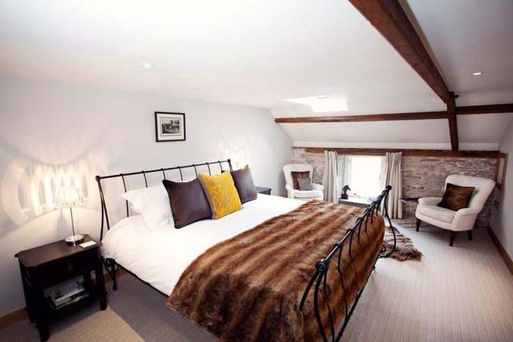 Cottage with 2 terraces with easy access to the Brecon & Monmouth Canal, near waterfall country - http://www.sugarandloaf.com/luxury-holiday-cottage-wales/brecon-beacons-and-black-mountains/the-coach