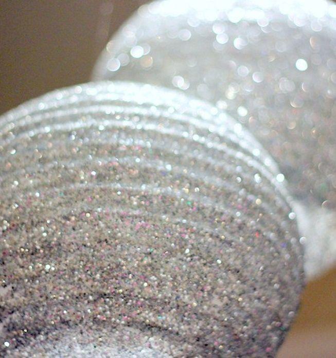 ¡Dale un toque brillante a tus #Fiestas, checa como decorar una lámpara con glitter!