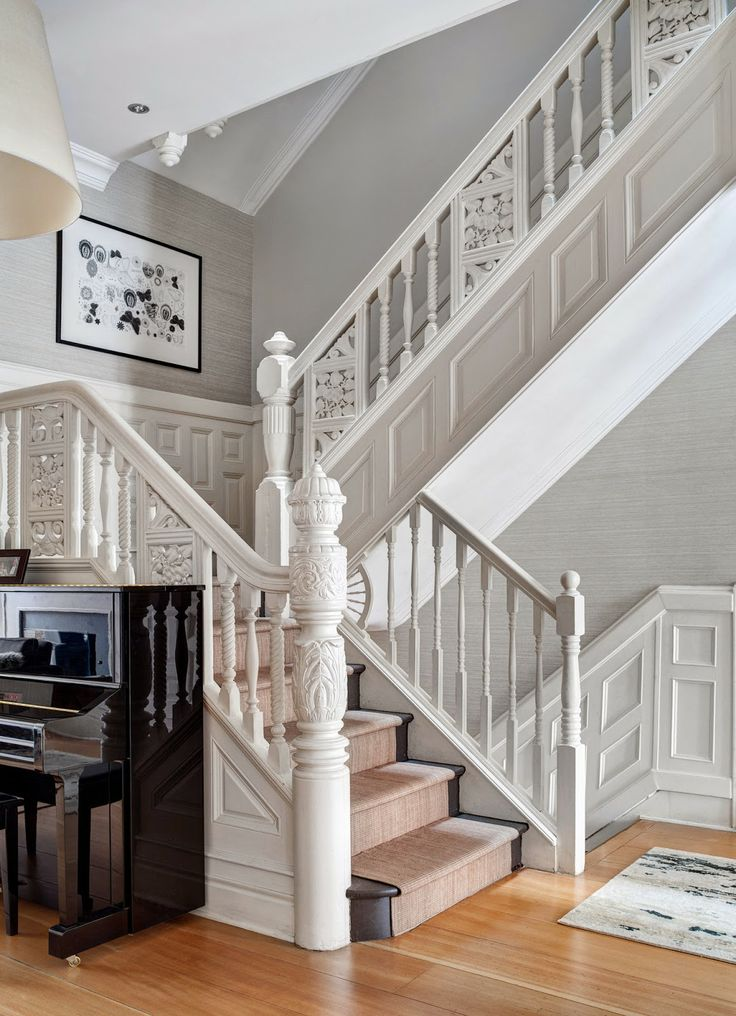 Decoration Murale Montee Escalier White Stairway, Ornate Wood Railing & Newel Posts