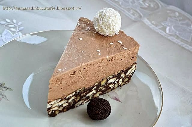 Pe masa din bucatarie: Tort de biscuiti cu crema mascarpone si ciocolata