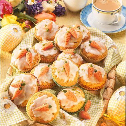 Saftige Rübli-Muffins Rezept Mit weißer Glasur, Augen und rüblis als Schneemann.