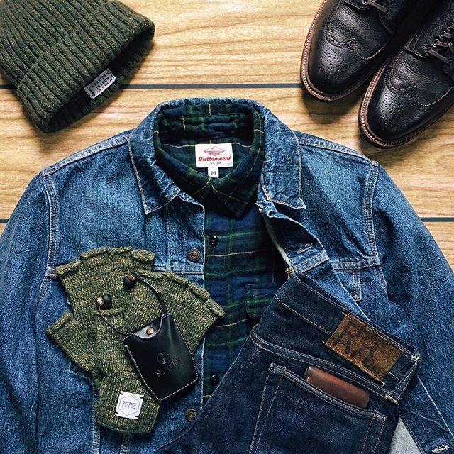 Nov.05.2016 | Double Denim Days Denim Jacket: @orSlow Shirt: @Battenwear via @FreemanStore Donegal Watch Cap: @AmericanTrench Gloves: @UpstateStock Earbuds: @SudioSweden Wireless Vasa Blå Jeans: @RalphLauren RRL Slim Fit Wallet: @VermilyeaPelle via @BlueOwlWorkshop Boots: @BrickMortar Alden Regina Grain Wingtip Boot