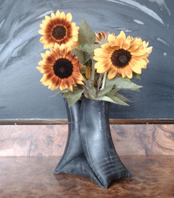 Fietsband als bloemen vaas