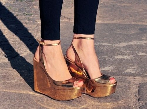 favorite fall trend METALLIC. a gold medal for your feet! these are swoon worthy shoes in a swoon worthy golden bronze!